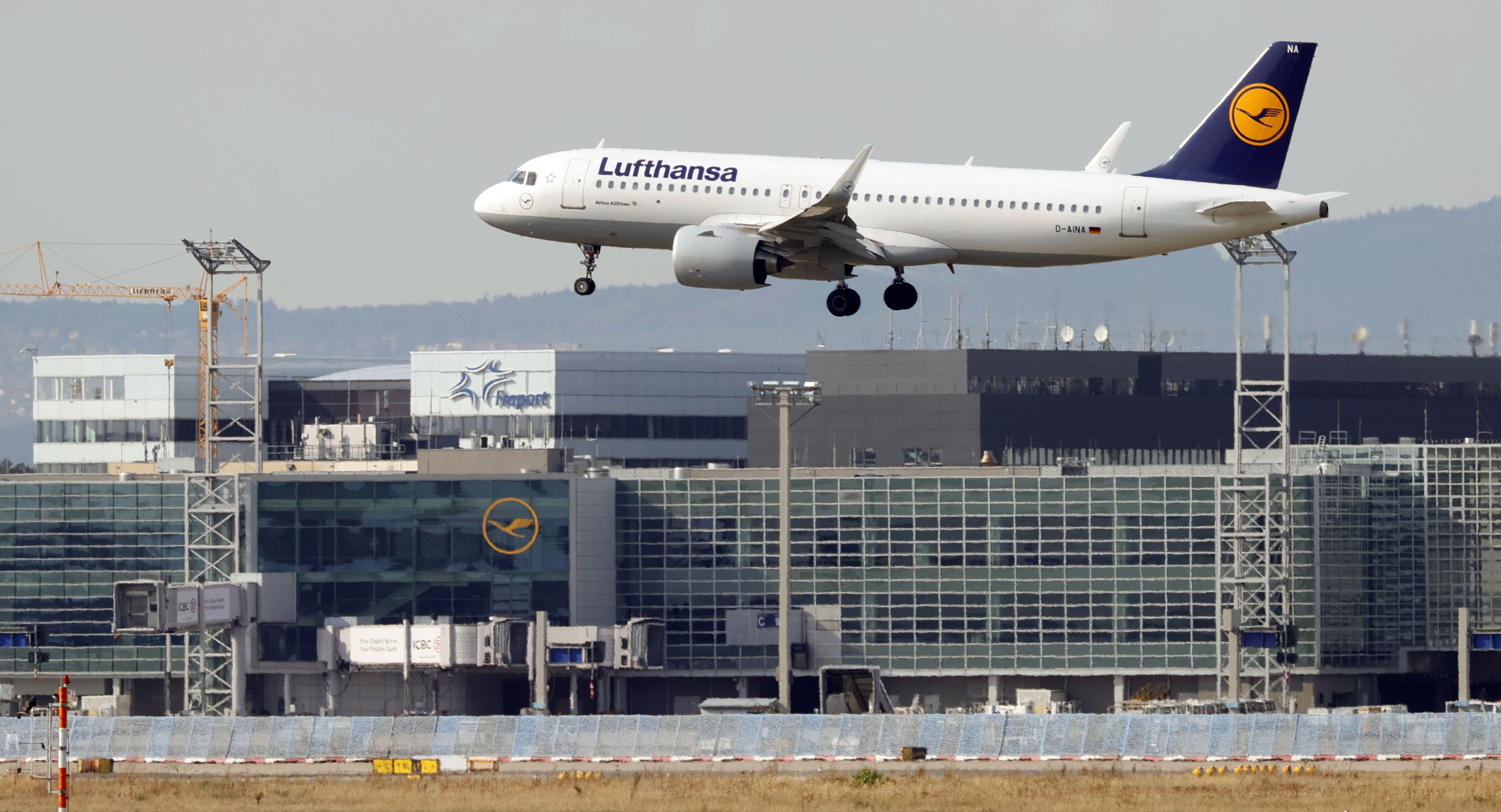 """De acuerdo a lo manifestado por un experto, """"la cabina de un avión es probablemente uno de los lugares más seguros en los que se puede estar"""" (EFE/EPA/RONALD WITTEK/Archivo)"""