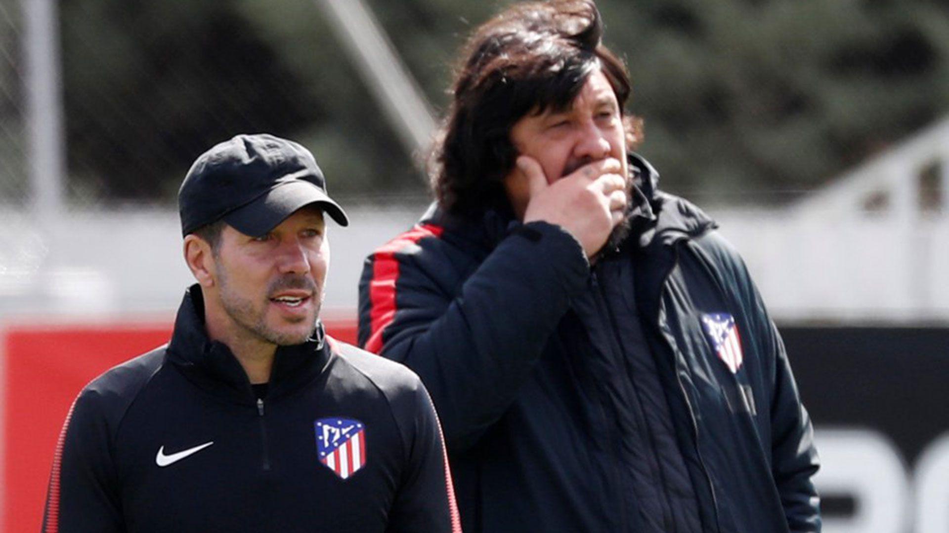Simeone y Burgos, en un entrenamiento del líder de la Liga de España (Foto: Reuters)