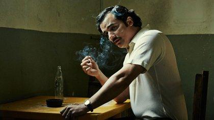 Wagner Moura personificando a Escobar en la serie Narcos