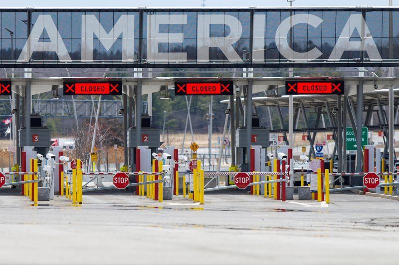 Imagen de archivo de la frontera entre EEUU y Canadá en Lacolle, Quebec, Canadá. 17 abril 2020. REUTERS/Christinne Muschi