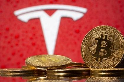 Tesla no solo aceptará Bitcoin para la compra de sus autos, también adquirió criptomonedas como inversión.
