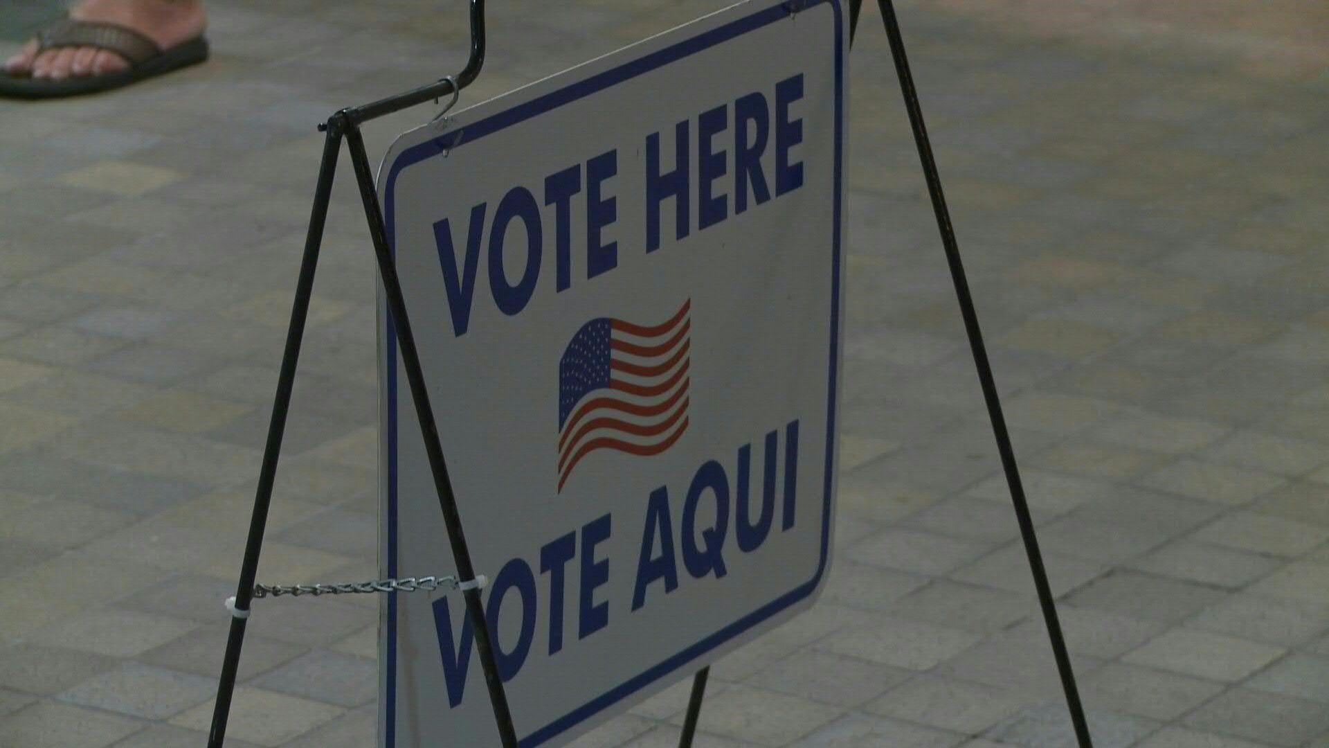 Millones de estadounidenses están llamados a las urnas en las primarias demócratas del martes, en las que domina Joe Biden frente a Bernie Sanders, excepto Ohio que canceló a última hora su participación por temor a la propagación del coronavirus.