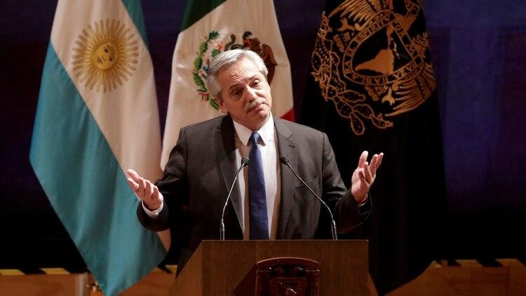Alberto Fernández encabezó un acto en la Universidad Nacional de México y defendió a Cristina Kirchner (Luis Cortes/Reuters)