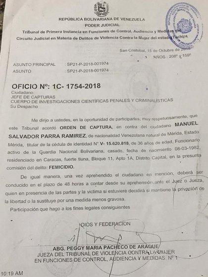 La orden de aprehensión contra el oficial
