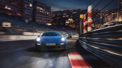 Tiene el mismo motor que un modelo de competición de la marca alemana (Porsche)