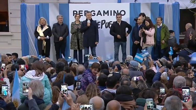 Mauricio Macri junto a María Eugenia Vidal y Elisa Carrió, el martes, en Pergamino