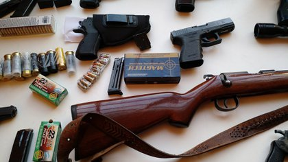 Armas incautadas a la mafia china en septiembre de 2016.