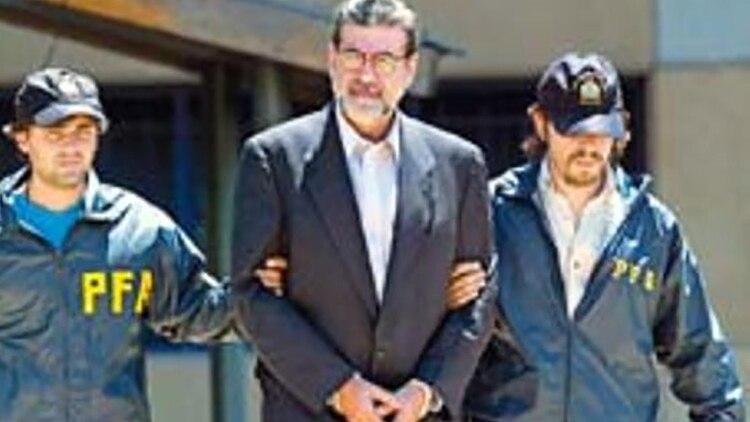 Jorge Baca Campodónico, detenido por Interpol en Buenos Aires cuando integraba una misión del FMI, en febrero de 2003.