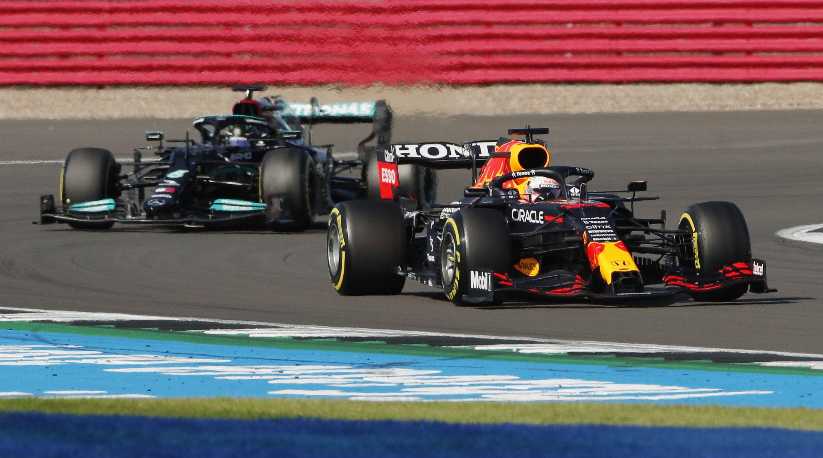 Verstappen se impuso a Hamilton en Gran Bretaña (Reuters)