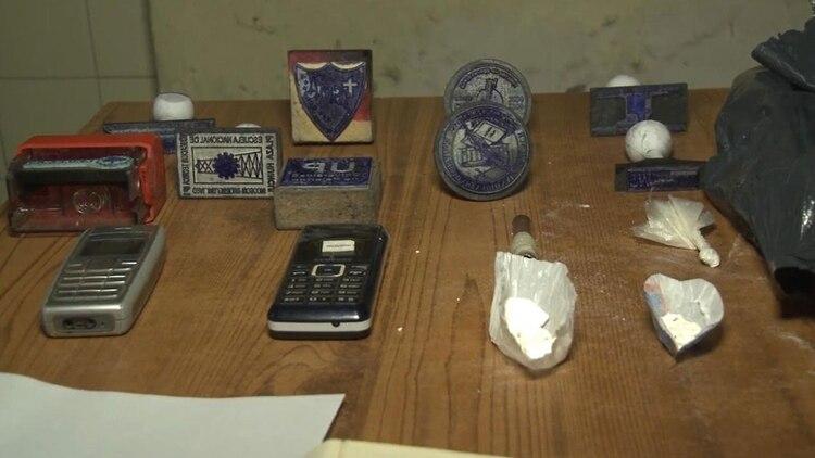 Parte de los elementos secuestrados en los allanamientos realizados en Lomas de Zamora, Morón y Avellaneda