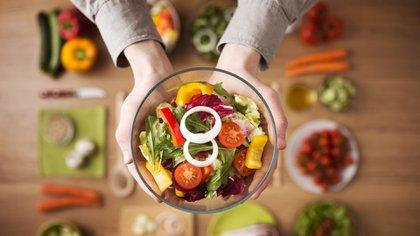 Son muchas las dietas recomendadas para bajar de peso (iStock)