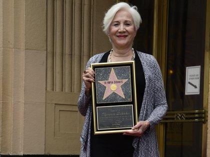 La actriz Olympia Dukakis consiguió su estrella en el Paseo de la Fama de Hollywood en 2013. EFE/EPA/MICHAEL NELSON