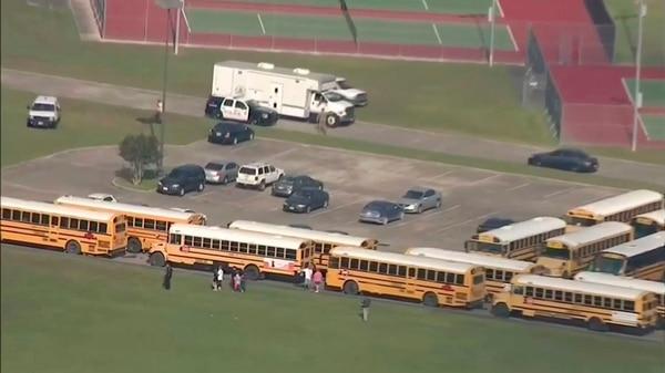 El tiroteo ocurrió en la escuela Santa Fe (KTRK-TV ABC13 via AP)