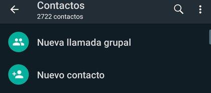 """Presionar en la opción """"nueva llamada grupal"""" y luego ir sumando los contactos."""