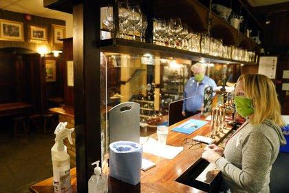 Interior de Westminster Arms Pub en el centro de Londres.  EFE / EPA / WILL OLIVER