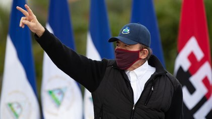 "Handout picture released by Nicaragua's Presidency press office showing President Daniel Ortega wearing a facemask during the 41st anniversary of the Sandinista Revolution, held without a public event due to the COVID-19 pandemic, in Managua, on July 19, 2020. (Photo by Cesar PEREZ / PRESIDENCIA NICARAGUA / AFP) / XGTY / RESTRICTED TO EDITORIAL USE - MANDATORY CREDIT ""AFP PHOTO / PRESIDENCIA NICARAGUA / Cesar PEREZ "" - NO MARKETING - NO ADVERTISING CAMPAIGNS - DISTRIBUTED AS A SERVICE TO CLIENTS"