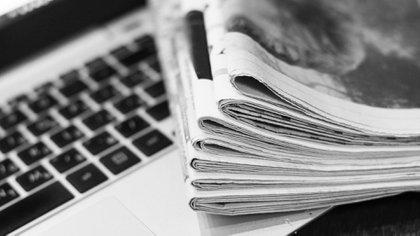 Une série de livres pour réfléchir au journalisme (Shutterstock.com)