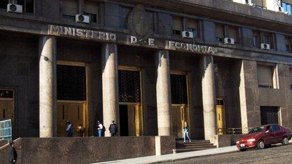 El Tesoro emite nuevos títulos para afrontar el déficit fiscal y contar con pesos para rescatar Lebac
