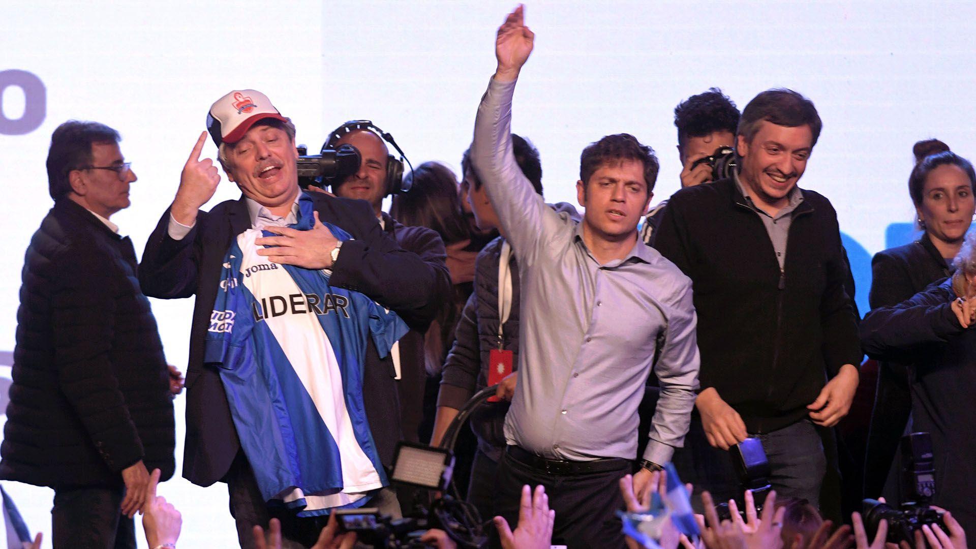 El festejo de Alberto Fernández, Axel Kicillof y Máximo Kirchner (Télam)