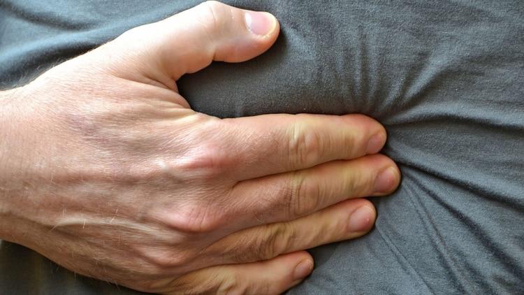 Los fuertes dolores abdominales pueden indicar un problema (shutterstock)
