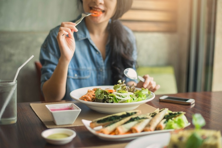 Las dietas se visten a la moda y en base a la conveniencia de quien las proclama como milagrosas (Shutterstock)