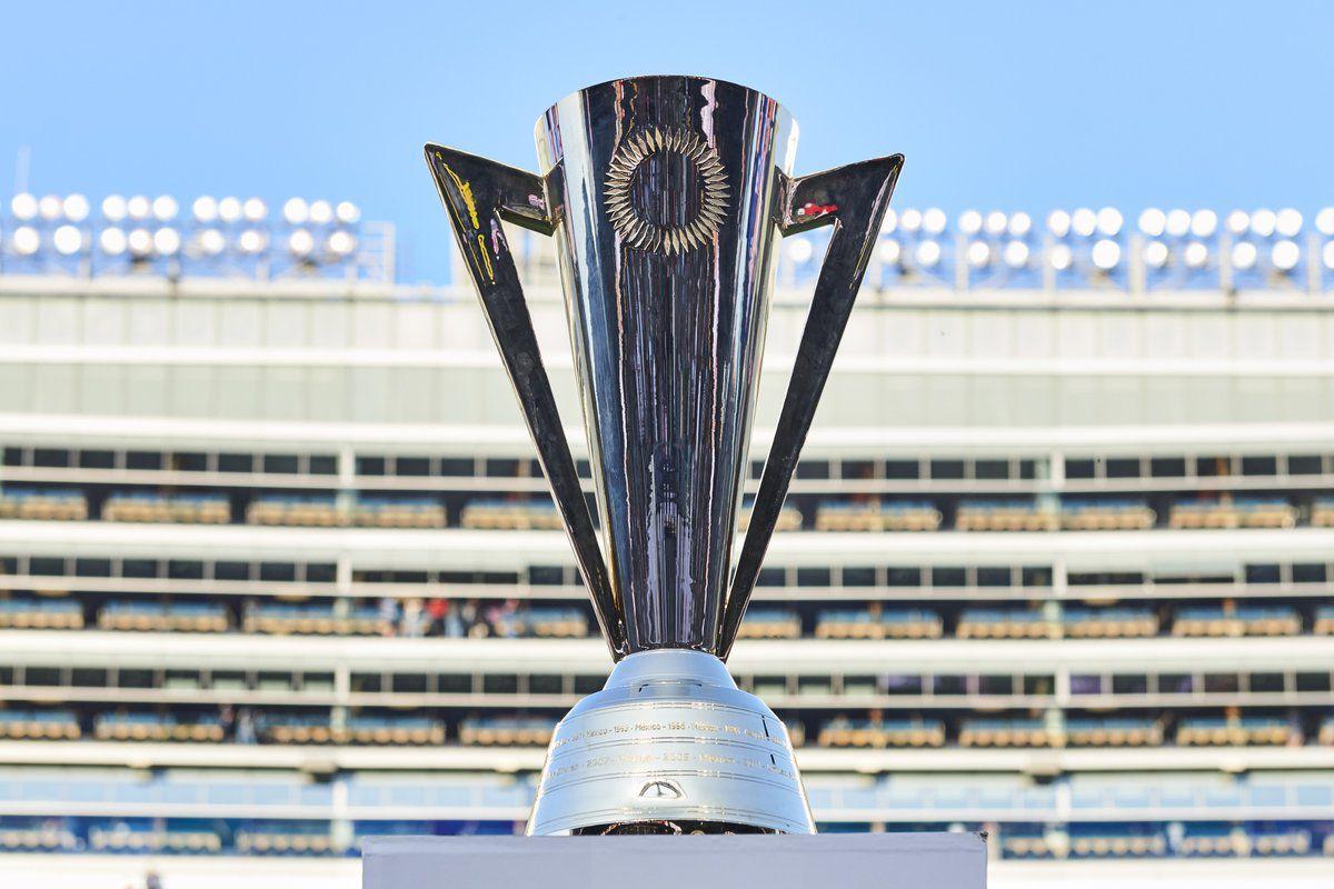 El trofeo que ambas selecciones anhelan (Foto: Twitter @goldcup)