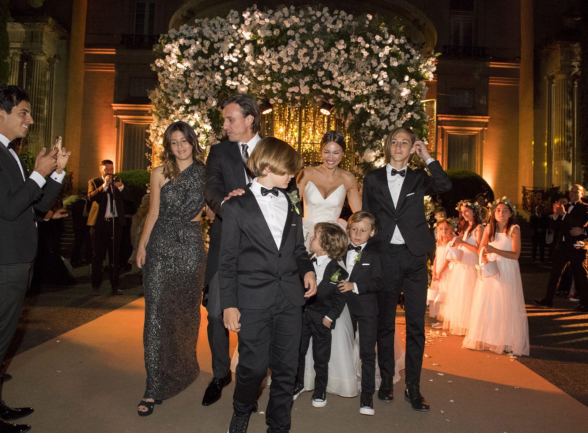 Pampita y Roberto formaron una familia ensamblada
