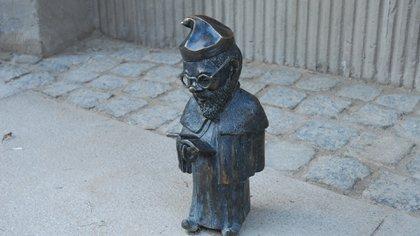 Fue en el 2001 que se dispusieron por diferentes rincones de Wroclaw las pequeñas esculturas (Getty Images)