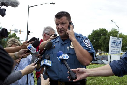 El teniente Ryan Frashure, portavoz de la policía del condado (AP Photo/Jose Luis Magana)