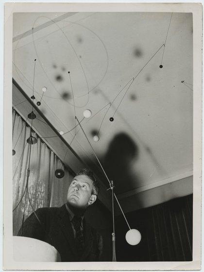 Sin título, 1936: Mobiles and Stabiles (Calder: móviles y stabiles), Mayor Gallery, Londres, 1937 Fotografía blanco y negro © 2018 Calder Foundation, Nueva York / Artists Rights Society (ARS), Nueva York / SAVA Buenos Aires.