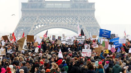 En París, miles de personas se manifestaron contra Donald Trump (Reuters)