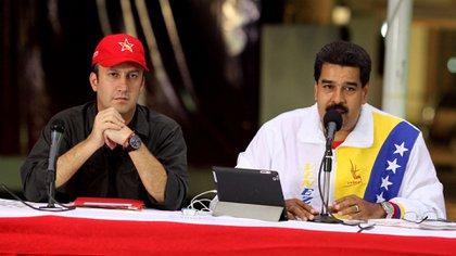 Tareck El Aissami junto a Nicolás Maduro