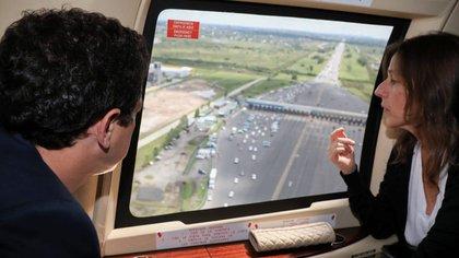 """Sabina Frederic junto a Eduardo """"Wado"""" de Pedro monitoreando un control de tránsito"""