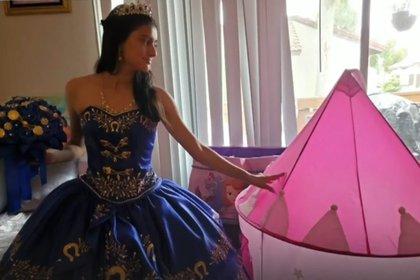 Abril Brambila festejó sus XV años en cuarentena (Foto: Captura de pantalla Telemundo)