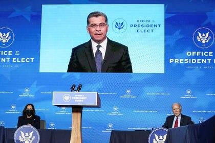 Xavier Becerra, secretario de Salud elegido por Joe Biden, se pronunció a través de un video (REUTERS/Kevin Lamarque)