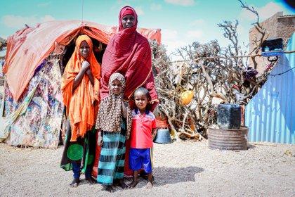12/07/2020 Una mujer desplazada con sus hijos en Somalia POLITICA AFRICA SOMALIA INTERNACIONAL SAID M. ISSE/ SAVE THE CHILDREN