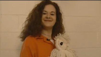 """En su celda con un peluche. El jurado dijo: """"Ella es una chica con cara de ángel y un corazón de demonio"""""""