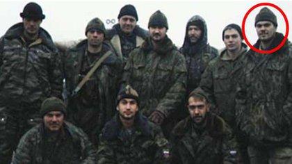 El hombre con el círculo rojo es Chepiga, un ex militar del Ejército ruso