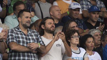 El referente de los movimientos sociales Juan Grabois, ayer, en el palco cerca de Hugo Moyano