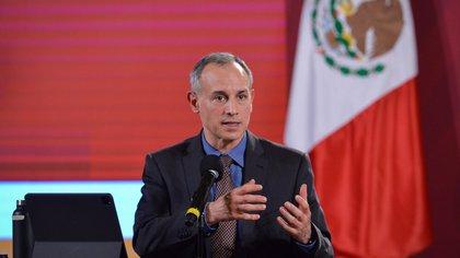 El subsecretario Hugo López-Gatell aclaró que el nuevo etiquetado frontal en alimentos y bebidas sin alcohol no está sujeto a ninguna negociación (Foto: Twitter@HLGatell)