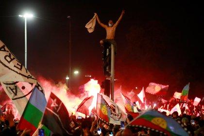 Festejos en Chile luego del plebiscito constitucional. (EFE)
