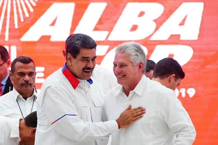 Nicolás Maduro y Miguel Díaz-Canel. Foto: REUTERS/Alexandre Meneghini