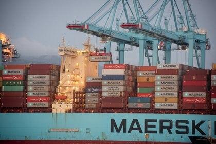 04/04/2021 Los buques ,Maersk Denver y Mary Maersk, en  la terminal de APM, gestionada por Maerks .en el puerto de Algeciras (Cádiz),  donde se están realizando trabajos de descarga de contenedores, después de arribar procedente del Canal de Suez (Egipto) tras el encallamiento. Algeciras (Cádiz) a 04 de abril 2021 POLITICA  Marcos Moreno