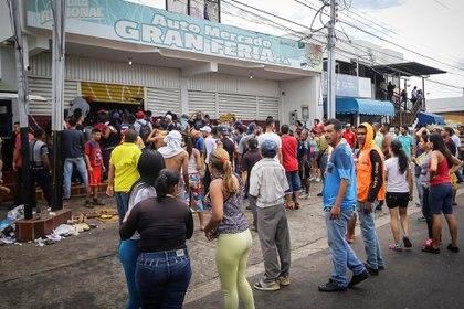 Venezolanos saquearon comercios en Ciudad Bolívar ante la falta de efectivo para hacer compras