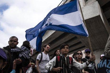 """La caravana """"Vía crucis del migrante"""" llega al cruce fronterizoEl Chaparral, entre México y EEUUen Tijuana, Baja California(AFP / Guillermo Arias)"""