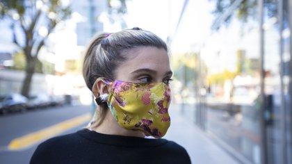 El segundo diseño by Benito, con cintas para sujetarlo por detrás de la cabeza (Foto: Lihue Althabe)
