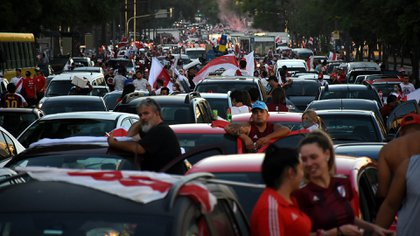 """La """"caravana eterna"""" comenzó en el Obelisco y terminó en el estadio Monumental de Núñez (Foto: Nicolás Stulberg)"""