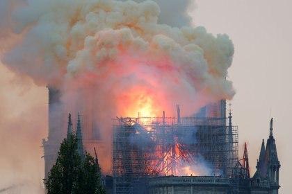 El incendio se originó mientras se realizaban refacciones en el techo (REUTERS/Charles Platiau)