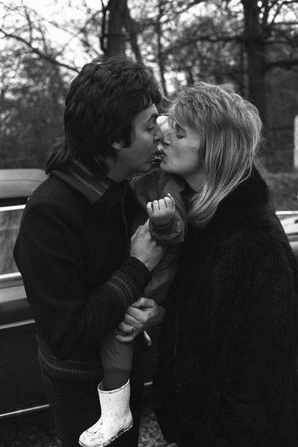 Paul, após a separação dos Beatles, a Estado depressivo profundo entrou. Linda, com duas filhas (Mary nasceu), menos de um ano depois de se casar, segurou-o e deu-lhe o impulso para chegar à frente (Gunther)