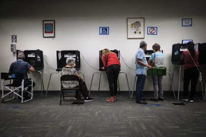 Gente votando en EEUU (EFE)